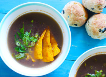 Black Beans Mexican Soup with Olive Bread