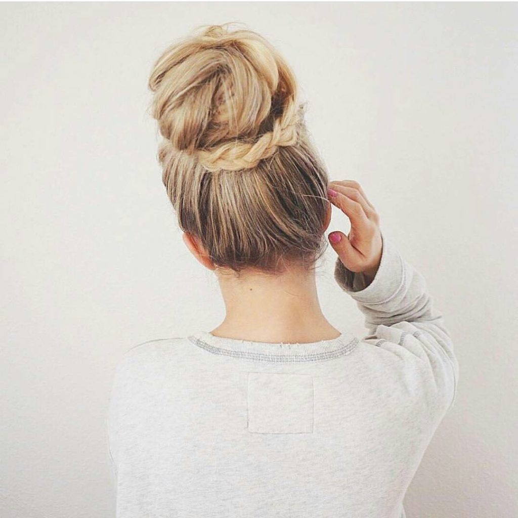 Updo Hairstyles to try this summer - 14 different hair buns - Gazzed