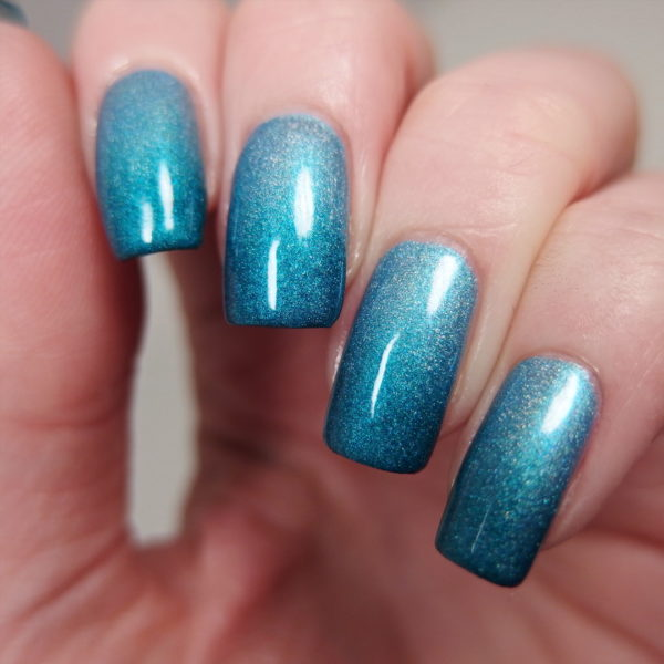 Gradient Glitter nail art blue