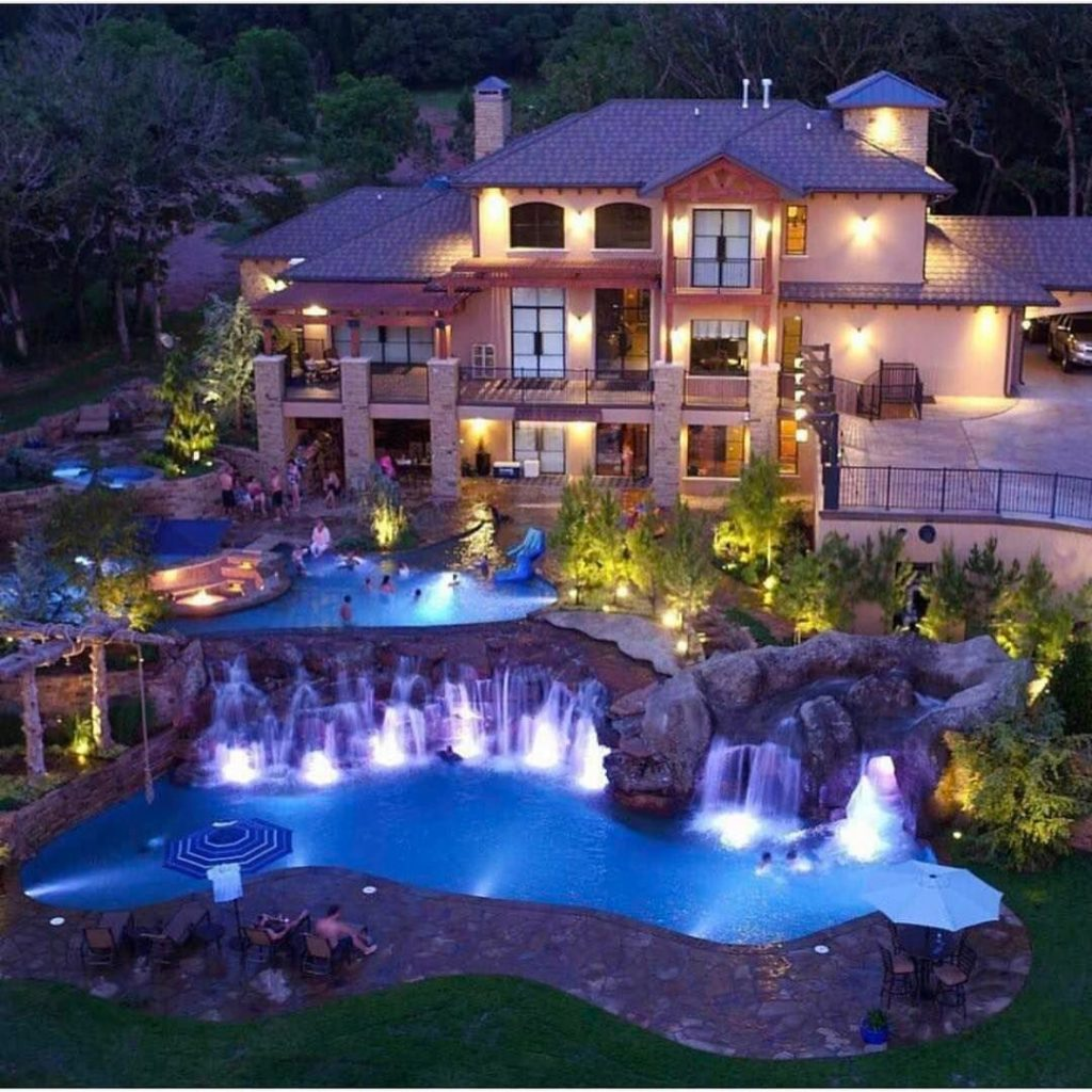 15 luxury homes with pool millionaire lifestyle dream for Big mansion homes for sale