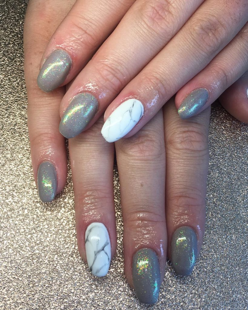 Marble nail art with grey with glittery nails - 10 Perfect Marble Nail Art - Elegant Look On Nails - Gazzed
