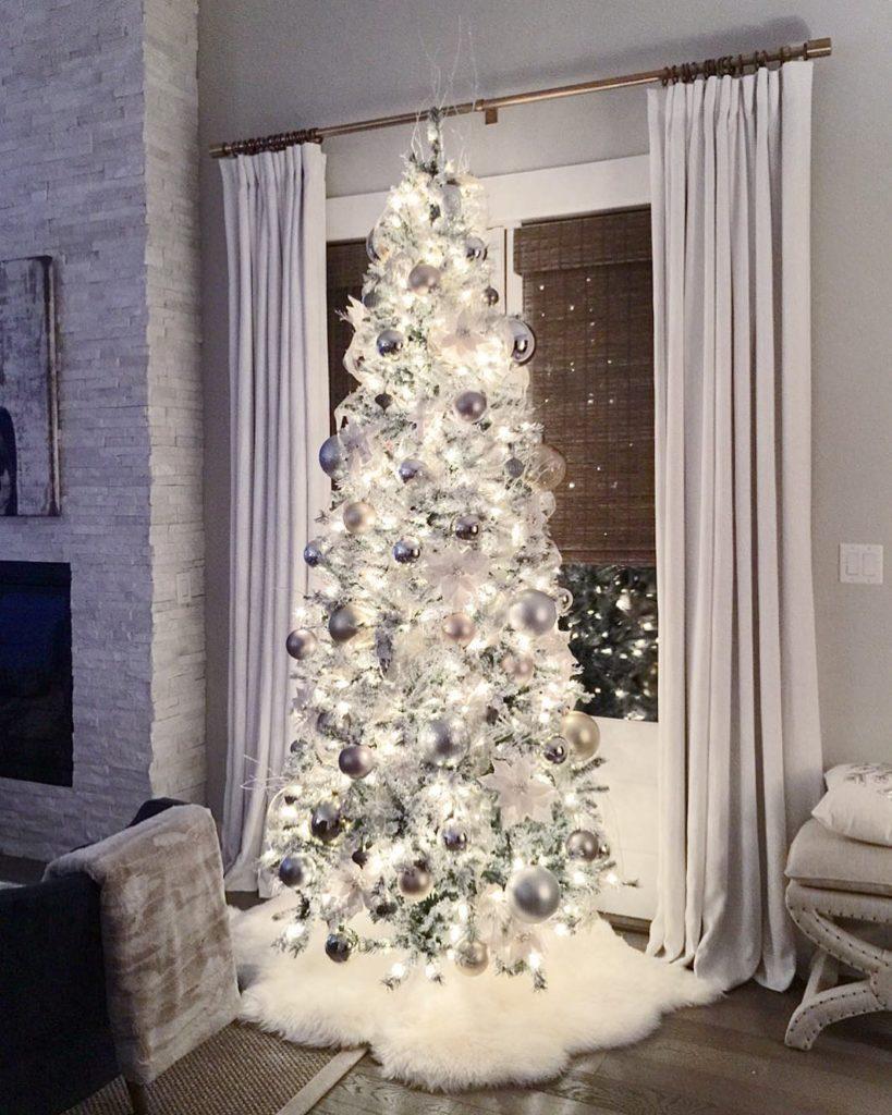 White Christmas tree decorations @zdesignathome